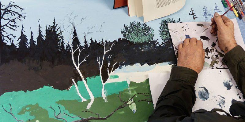 Kuva vesivärimaalauksesta. Kuvassa näkyy kädet ja maalausvälineet.